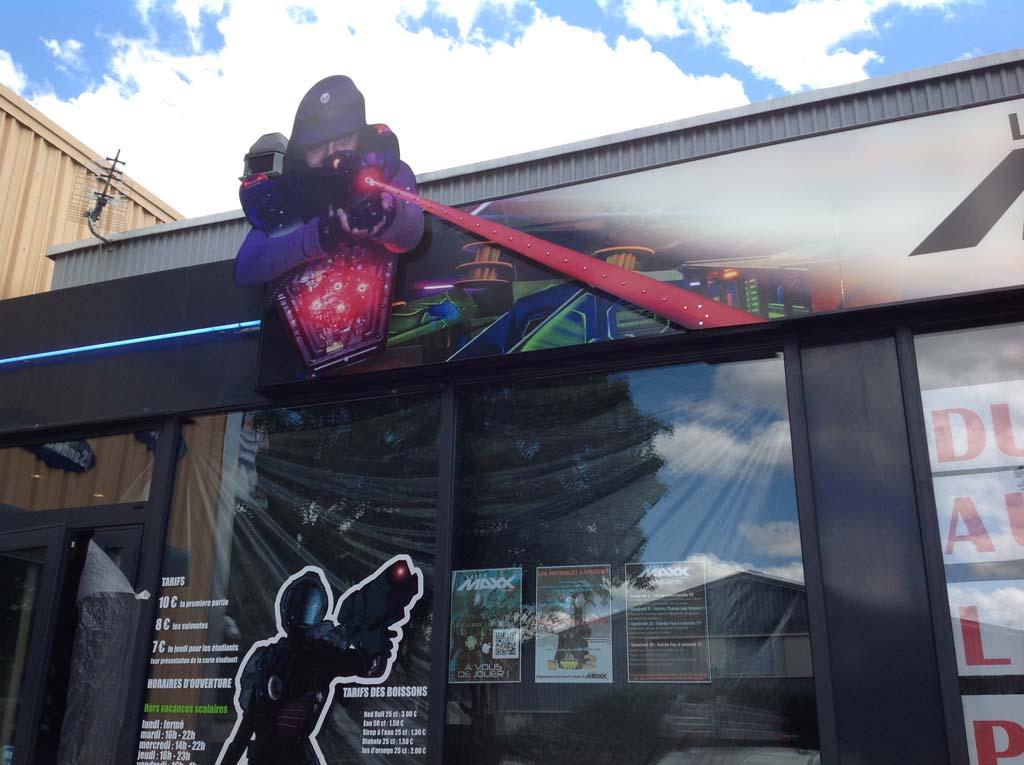 sign'ETIK Nancy réalise vos enseignes publicitaires en panneau Dibond avec incrustation de LEDS clignotantes point à point basse tension !