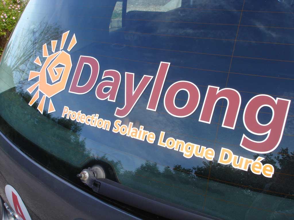 Logo imprimé quadri et détouré pour pose sur lunette arrière de véhicules en Lorraine près de Nancy 54000