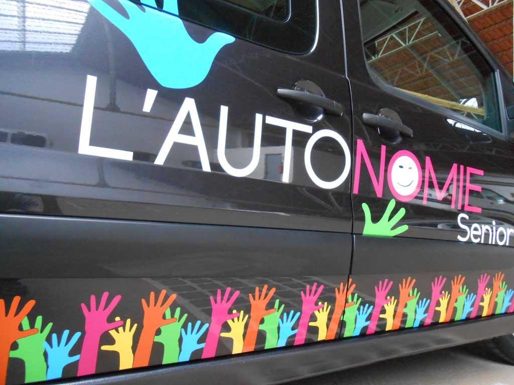 Logos en adhésif imprimés quadri pour flocages de véhicules commerciaux à Nancy
