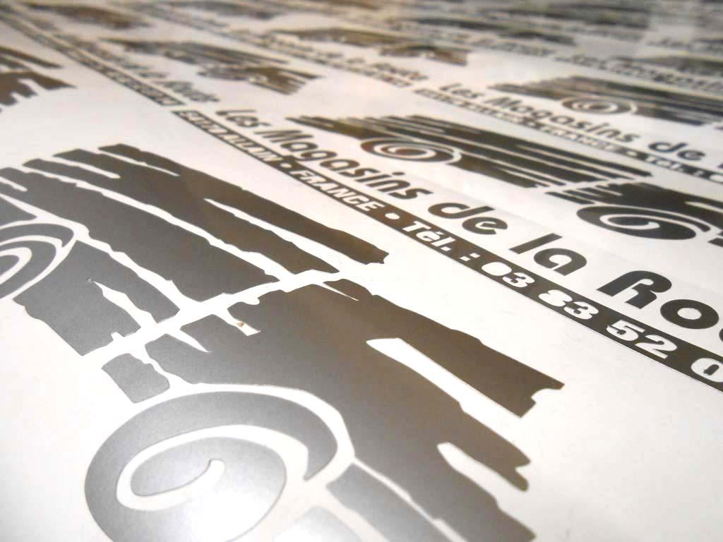 Signatures adhésives pour véhicules de garages automobiles à Nancy près de Art sur meurthe