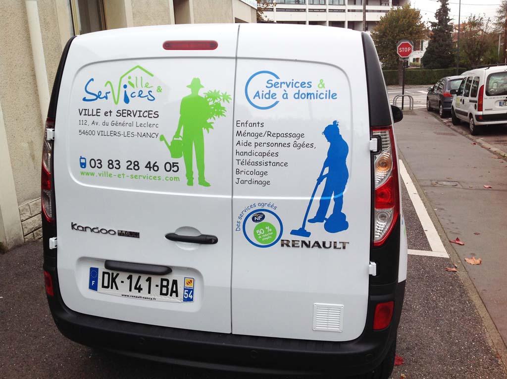 Déco adhésive sur lunette arrière de voitures ou camion utilitaires à Nancy en Meurthe et Moselle