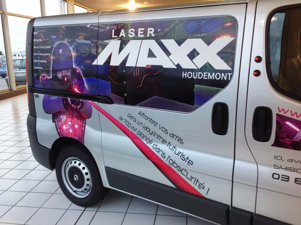Marquage publicitaire personnalisé en adhésif imprimé quadri sur le camion du Laser Maxx d'Houdemont à Houdemont 54180