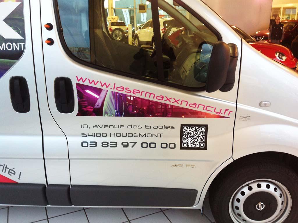 Marquage en adhésif publicitaire avec impression numérique quadri sur une camionnette pour Laser Maxx à Houdemont près d'Heillecourt 54