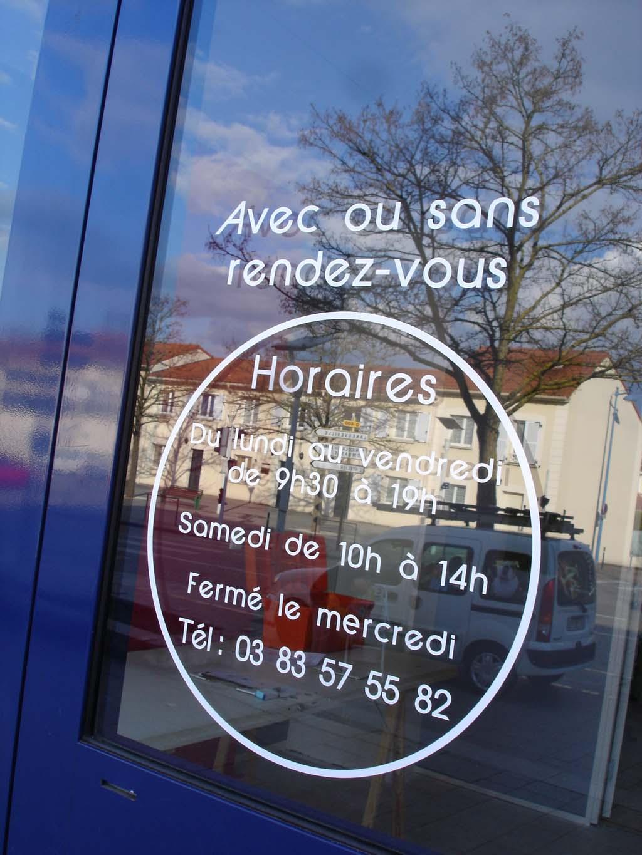 Horaires en adhésif pour commerces et activités professionnelles à Nancy