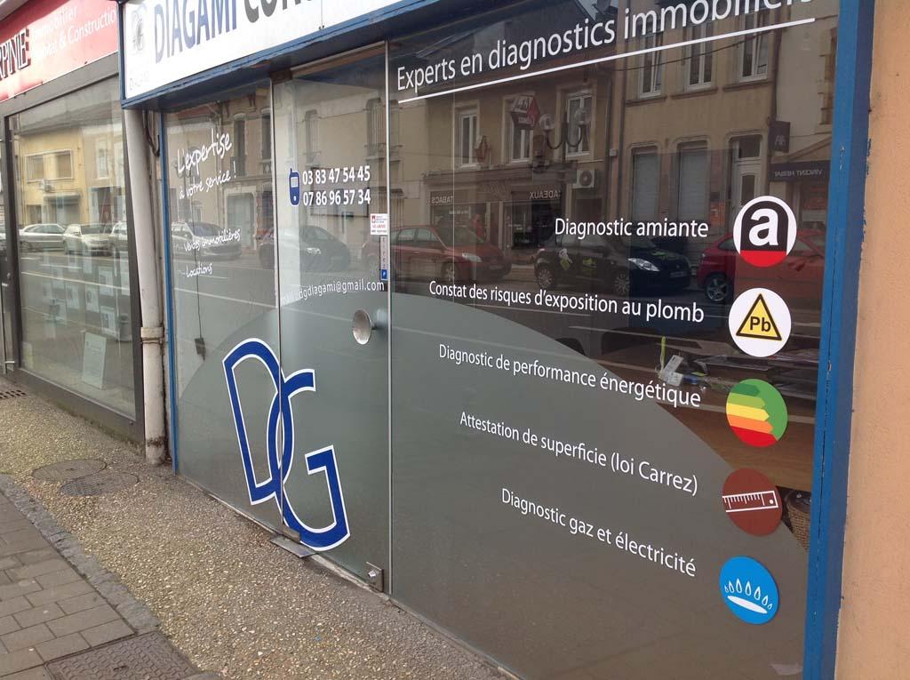 Flocage en vitrophanie et adhésif dépoli pour vitrines commerçants à Nancy