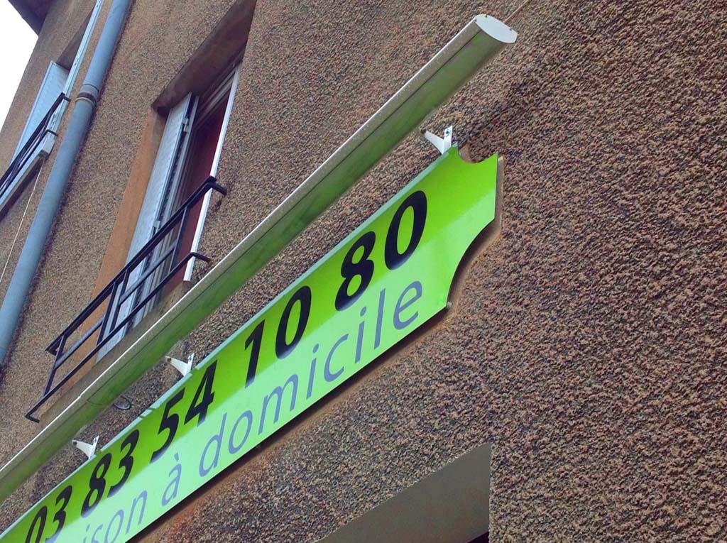Signetik sign 39 etik nancy eclairage lin aire pour enseignes for Eclairage enseigne exterieur