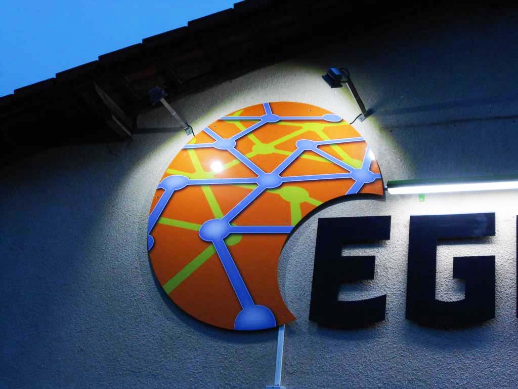 Eclairage d'une enseigne lumineuse avec projecteurs LEDS basse consommation à Essey-et-Maizerais près de Toul 54