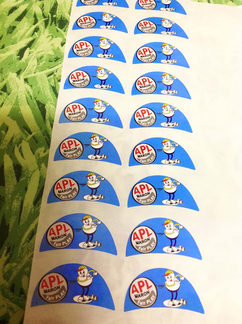 Etiquettes adhésives PVC ou papier grande quantité en bobines pour opérations de communication ou cadeaux d'entreprises
