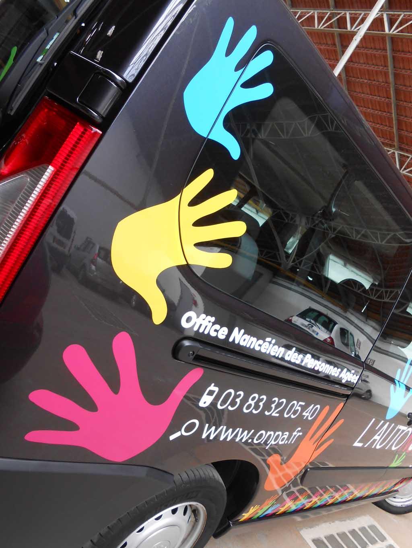 Pose d'autocollants et d'adhésifs publicitaires sur véhicules commercials et auto écoles à Neuves-Maisons près de Nancy