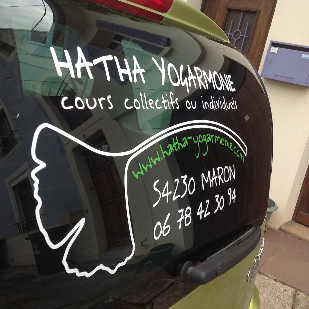sign'ETIK réalise la déco adhésive sur la voiture de Hatha Yogarmonie à marron 54230 près de Nancy et Toul en Lorraine !