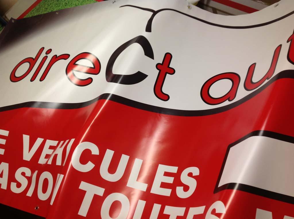 Bâche en tissu enduit PVC 500 gr très solide pour communication visuelle réalisée pour Direct Autos à Essey en Meurthe et Moselle