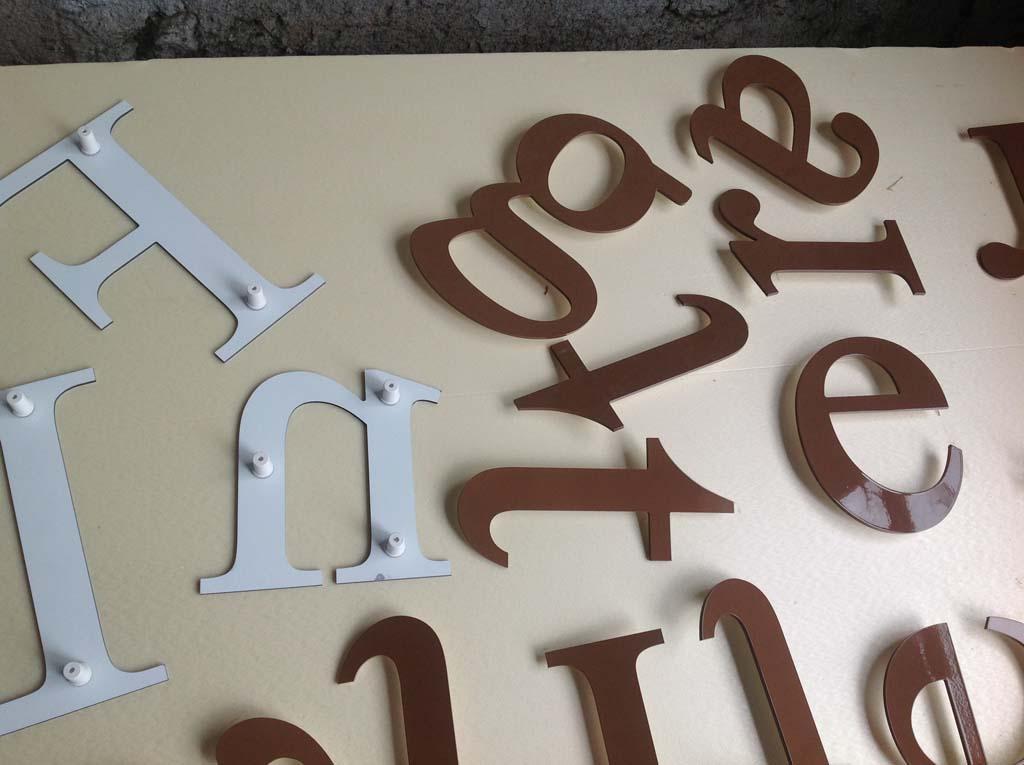 Lettres enseigne découpées en Dibond