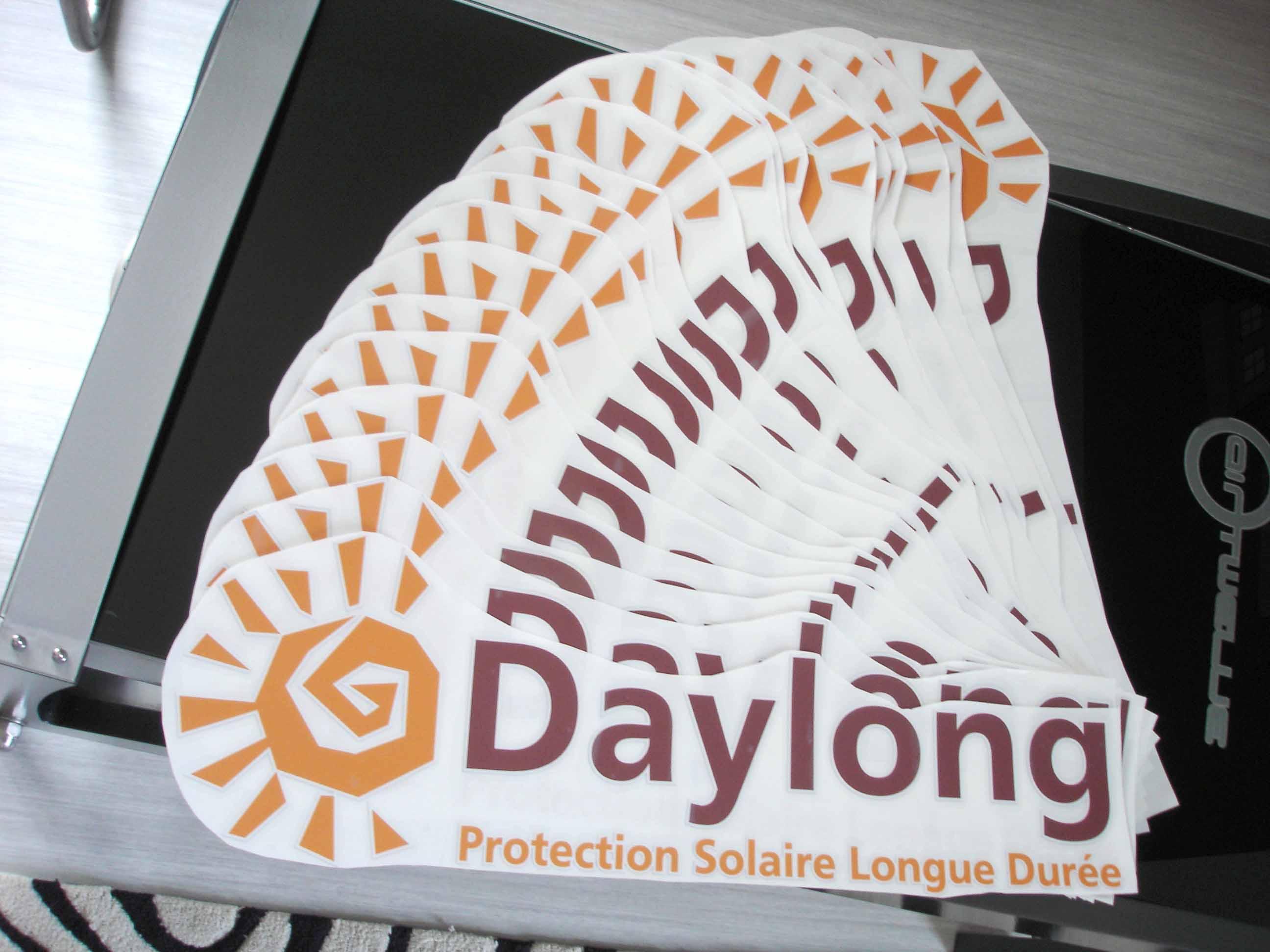 Logo en impression numérique haute définition sur vinyle adhésif polymère avec plastification anti UV à Villers près de Nancy !