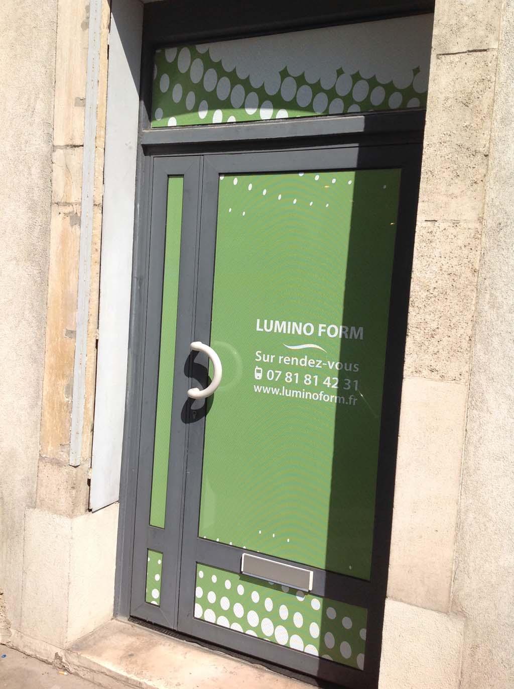 Micro perforé adhésif sur porte vitrée à Nancy 54 en Lorraine