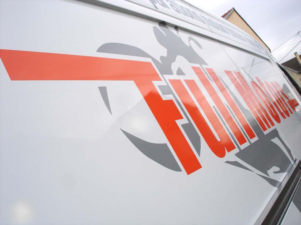 Marquage camion utilitaire avec décors en adhésif découpé pour Full Motors à Méréville près de Ludres 54710