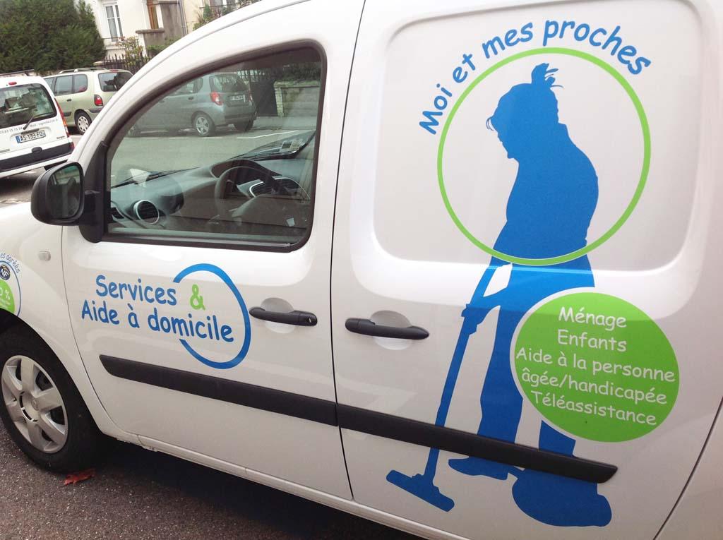 Décoration adhésive d'un véhicule commercial pour Ville & Services basée à Villers les Nancy 54