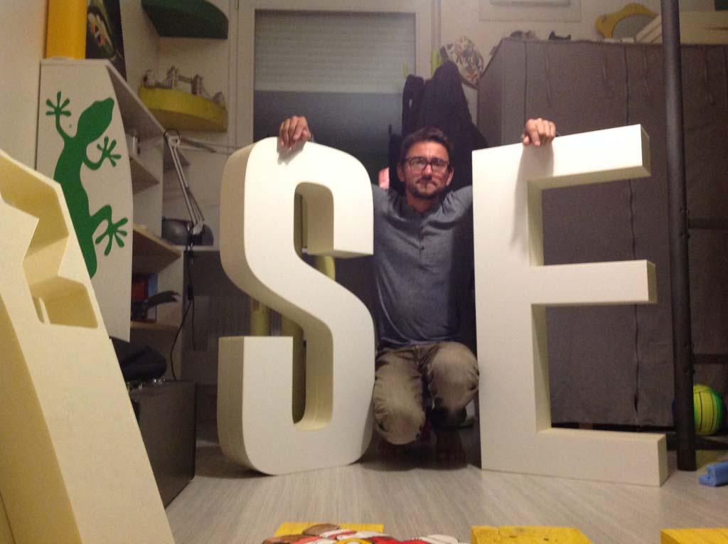 sign'ETIK - Découpe de lettres géantes en polystyrène pour la création de décors pour vos évènements et manifestations commerciales à Nancy près de Epinal dans les Vosges