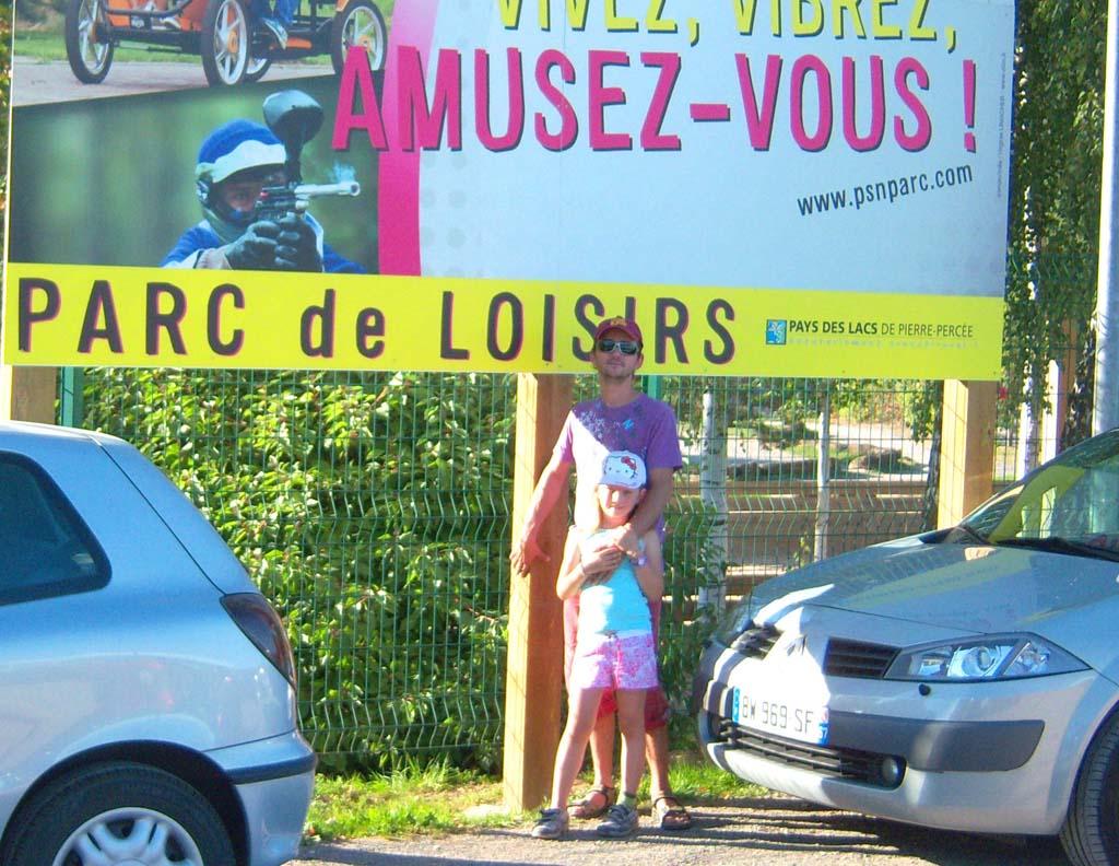 Panneau publicitaire réalisé en Dibond 3MM et posé sur structure bois pour le Pôle Sport & Nature à Pierre Percée 54540 en Lorraine