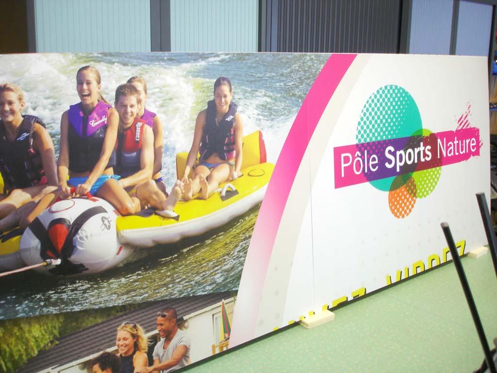 Panneau imprimé en Dibond 3 MM avec plastification de protection anti UV mate pour le Pôle Sport et Nature basé au Lac de Pierre Percée en Meurthe et Moselle