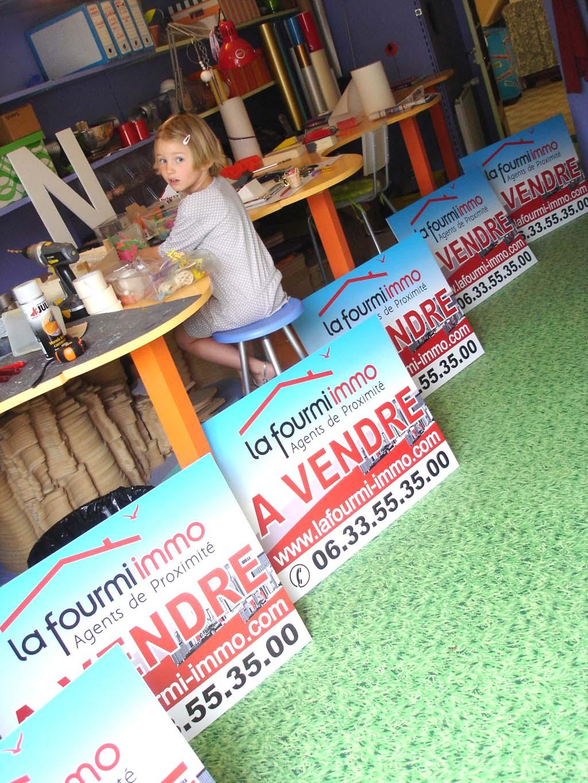 Panneau d'affichage promotionnel pour agence immobilière en akylux alvéolaire 3 MM avec impression numérique haute définition à Nancy en Meurthe et Moselle