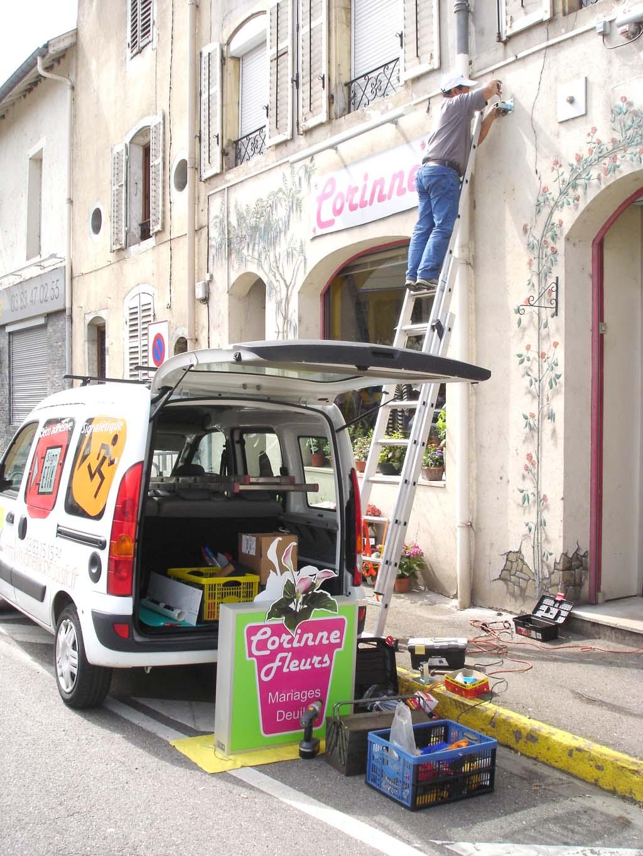 Pose d'une enseigne lumineuse type caisson pour un magasin de fleurs à Pont-Saint-Vincent 54550 près de Neuves-Maisons en Lorraine !