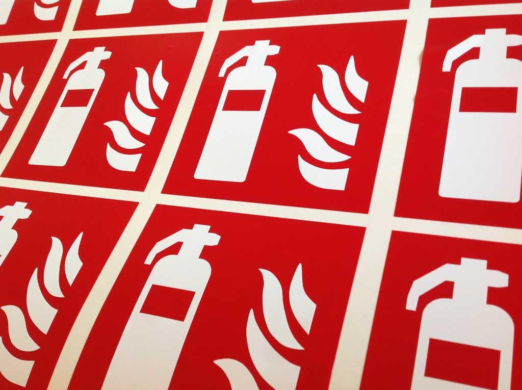 Sécurité incendie en adhésifs pour coller sur portes dans les lieux publics et administrations à Nancy près de Laxou et Toul