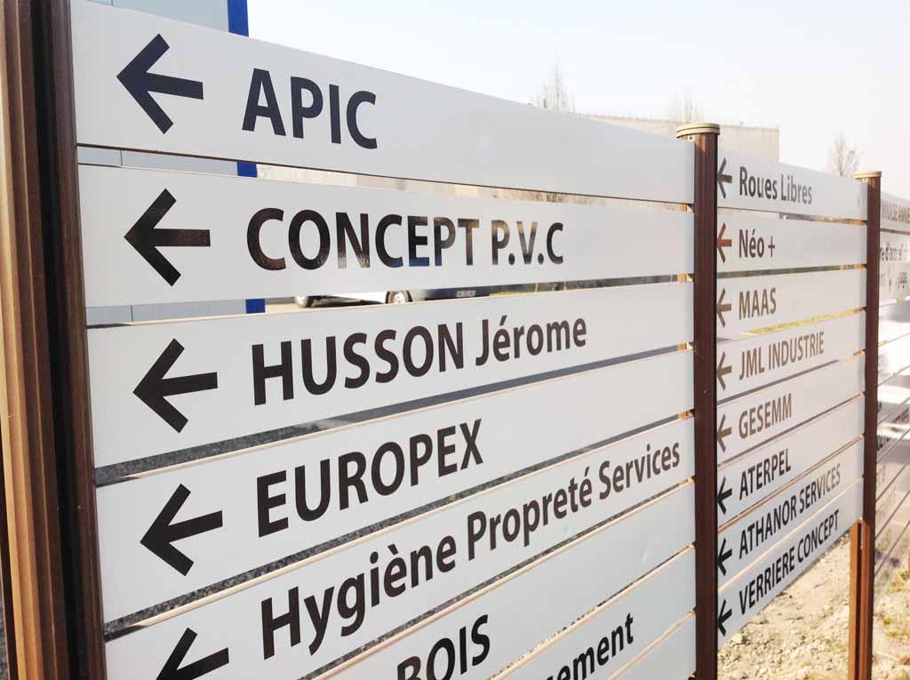 Restauration de la signalisation directionnelle de la zone d'activité du Champ le Cerf à Neuves-Maisons 54230