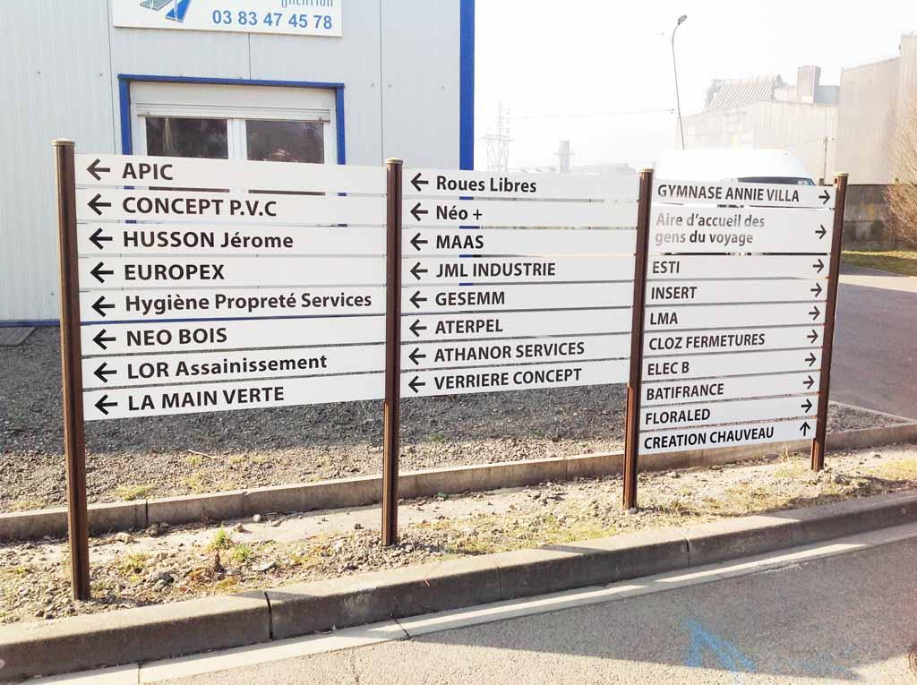 Panneaux d'indication de direction pour zones d'activité à Nancy près de Maxéville